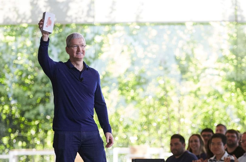 Apple iPhone sells its 1 Billionth phone to be used by any smart person